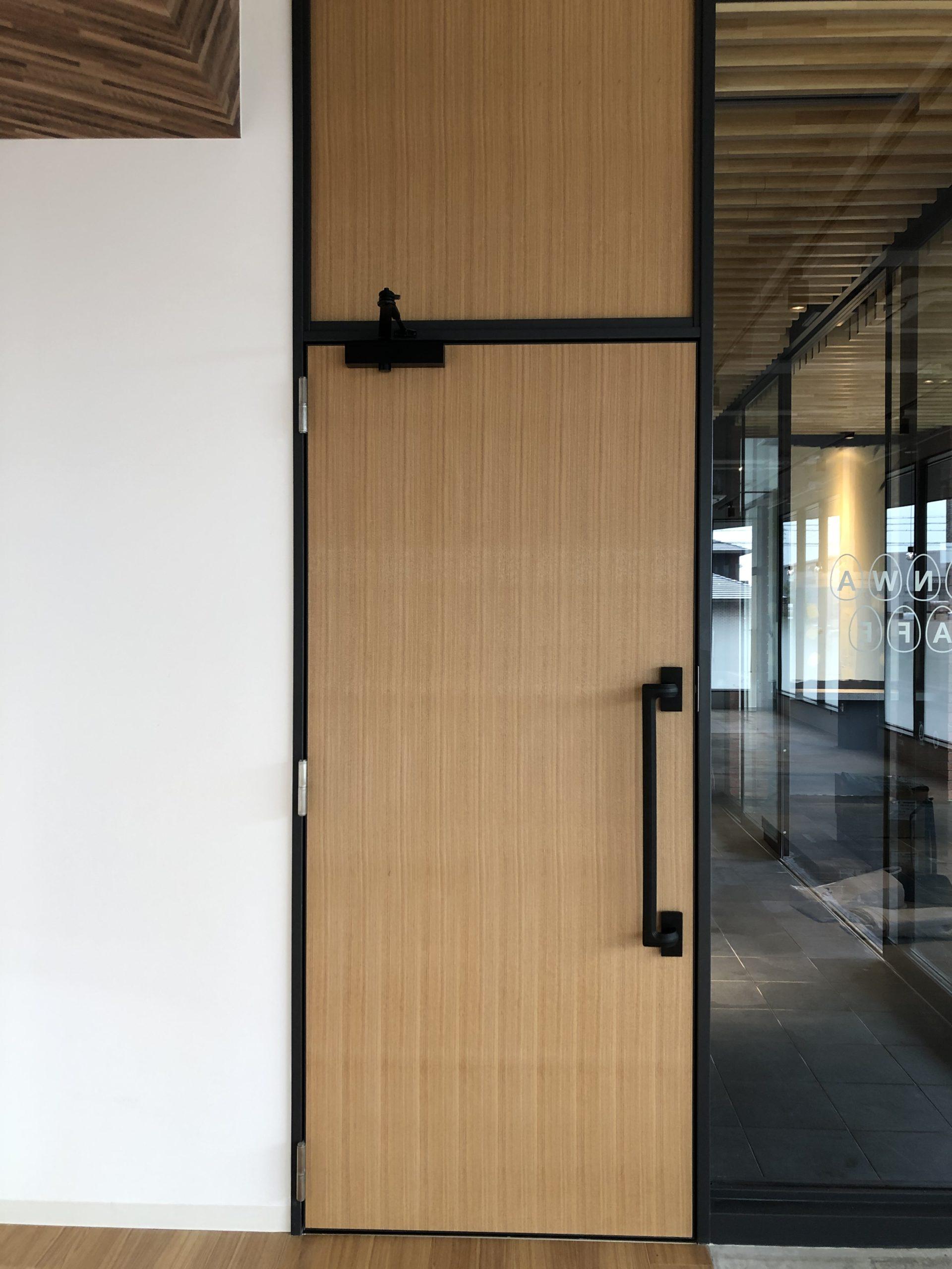オーク無垢板貼り玄関ドア